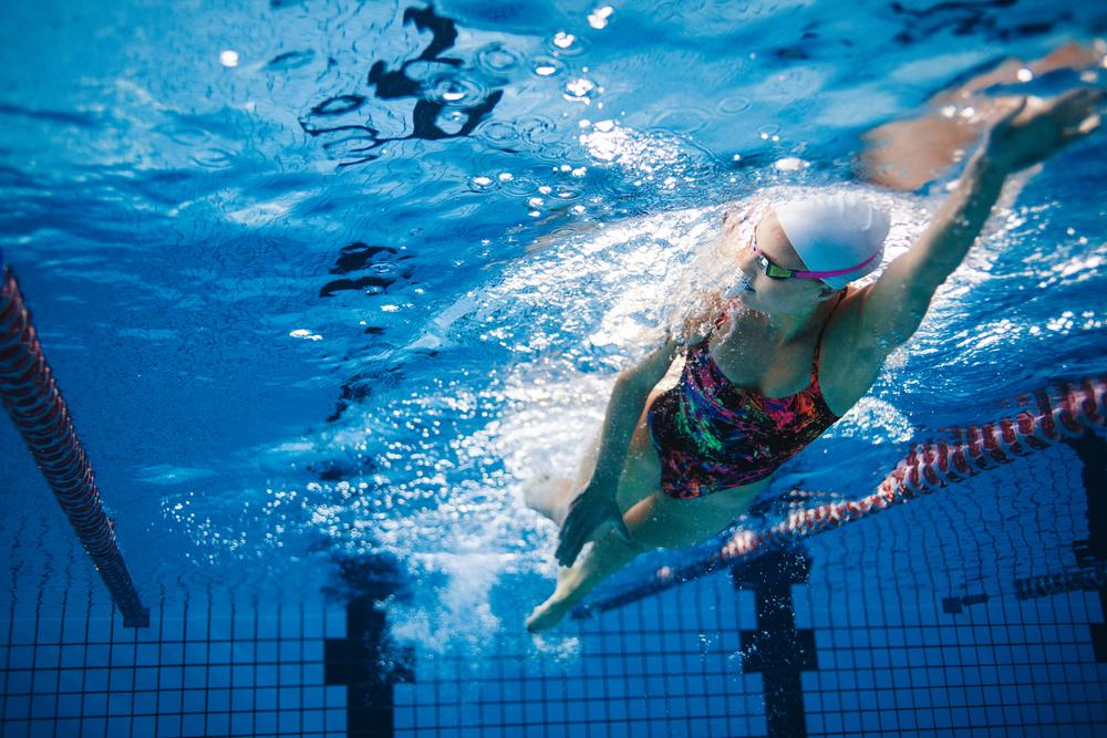 Pływanie zdrowe dla ciała. Co na to nasze oczy?
